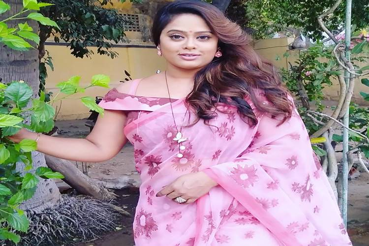 Devipriya serial actress