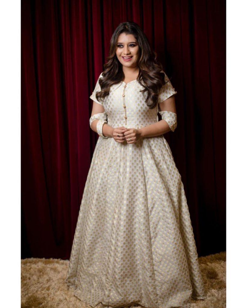 Vijay TV Priyanka Deshpande Latest Images